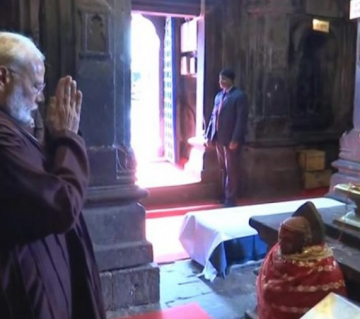 PM offers prayers at Badrinath temple