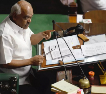 Karnataka: Congress tells Speaker not to put confidence motion to vote till MLAs resignation issue is decided