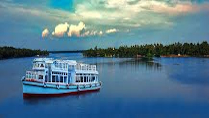 Amid lockdown, Kerala govt boat ferries lone passenger-a girl- to enable her take exam