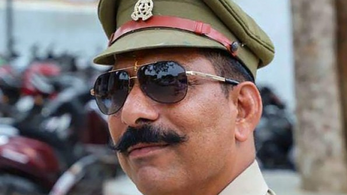 Violence in Bulandshahr over cow slaughter, cop who probed Akhlaq case among 2 dead