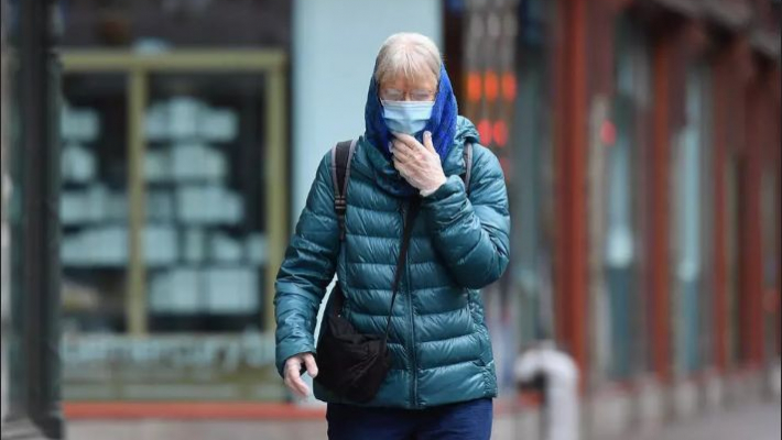 Americans told to wear masks over virus breathing spread fears