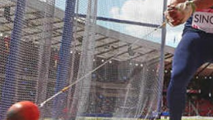Student-volunteer hit on the head during hammer throw event
