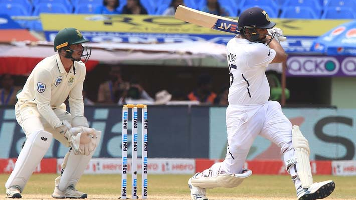 India 35/1 at lunch in 2nd innings, lead South Africa by 106 runs