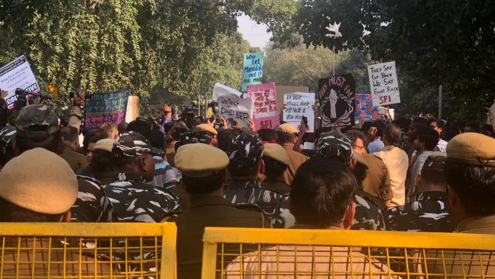 NU students lathi-charged, march to Rashtrapati Bhavan foiled
