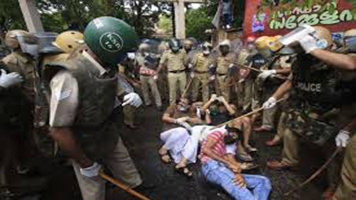Youth outfits of parties clash with police, demand CM's resignation