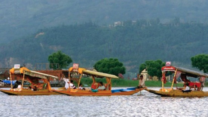 Tourism curbs lifted in Kashmir; army reviews situation
