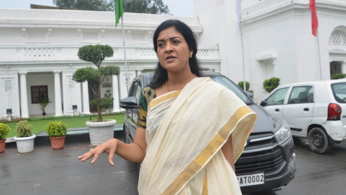 Ex-AAP leader Alka Lamba joins Congress