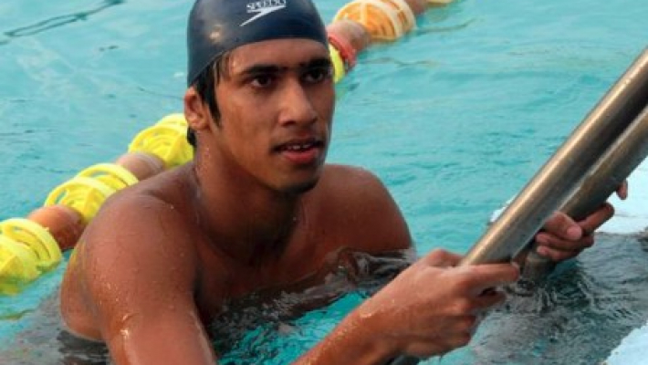 Former swimming champ dies in accident