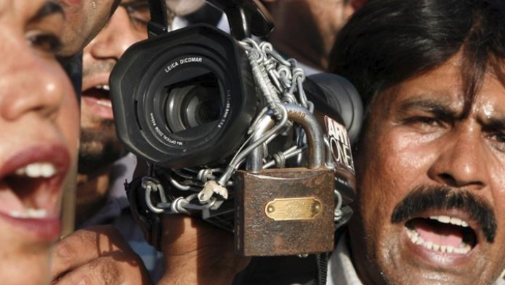 Pakistani journalists stage protests to denounce censorship