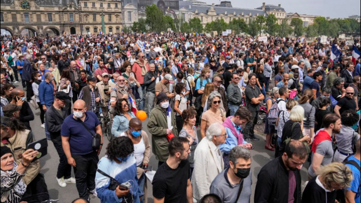 Thousands protest against vaccination, COVID passes in France