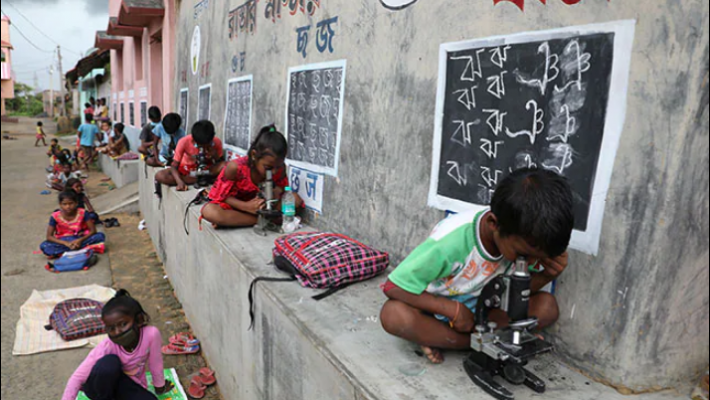 Bengal teacher brings classroom to students' doorstep in Covid time