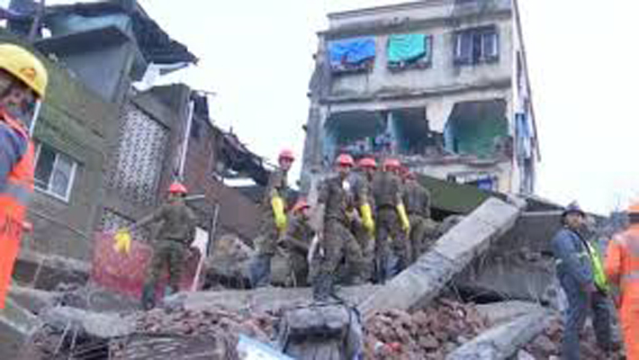 Maha: 11 killed in Bhiwandi building collapse; 13 rescued