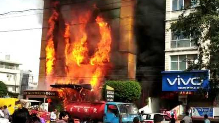 Fire at Indore hotel, six saved