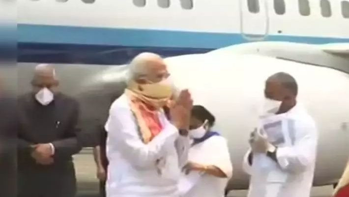 Modi visits cyclone-hit Bengal on Mamata invite, announces Rs 1,000 cr interim relief
