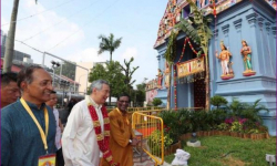 Singapore PM leads 40,000 devotees in Hindu temple reconsecration ceremony