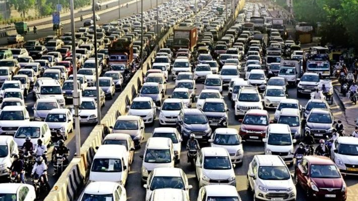 Chaos and jams at entry points after satellite cities seal borders with Delhi